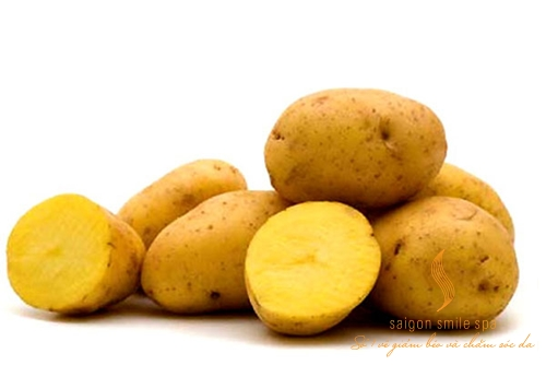 Tắm trắng tại nhà bằng khoai tây