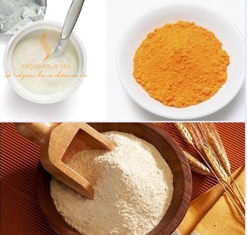 Kết hợp cám gạo, tinh bột nghệ để tắm trắng da sau sinh