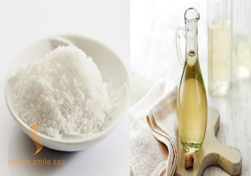 Tắm trắng da bằng giấm và muối tinh